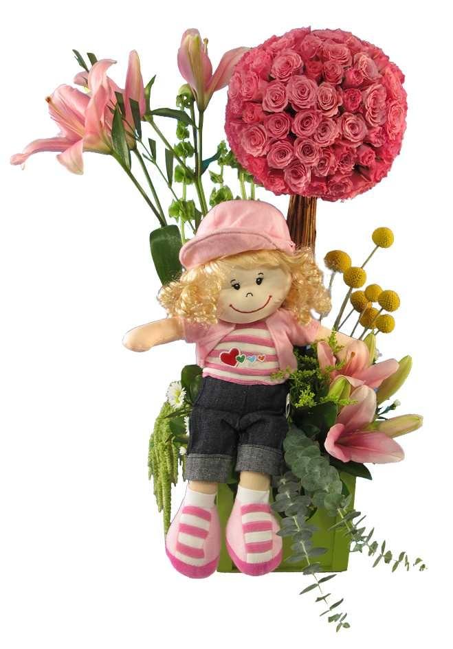 Hermoso y original arreglo floral hecho con una esfera de minirosas y lirios acompañado con un peluche.