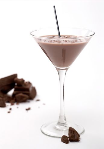 Healthy chocolate cocktails, triple yay cause those three words rarely go together!