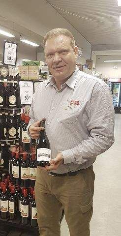 Vin fra Herstedvester støtter lokale klubber