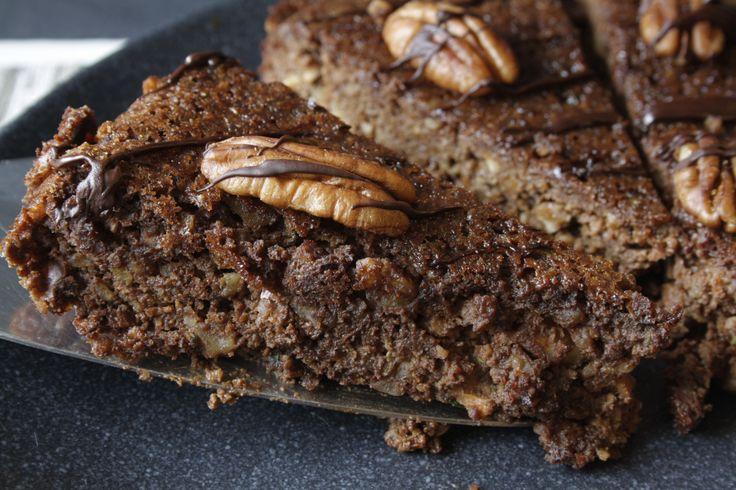 Rezept: Kuchen ohne Mehl mit Avocado, Karotten, Nüssen, Zucchini, Kokosblütenzucker und Honig. Ideal für Menschen die glutenfrei leben oder Paleo essen.
