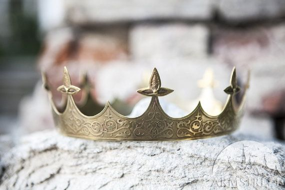 Medieval BRASS crown Sansa  This crown is a part of our Sansa set https://www.etsy.com/listing/152714773/medieval-woolen-dress-sansa Great quality jewelry piece for noble characters. This crown is hand-raised from brass sheet and beautifully decorated with exclusive etched patterns.  To date the crown can be made in one size only: inner circumference - 21¼ (54 cm) outside circumference - 23 (58,4 cm)  Please measure your head circumference before ordering to check if ...
