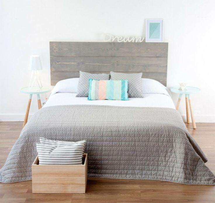 Une tête de lit en bois élégante et de design simple