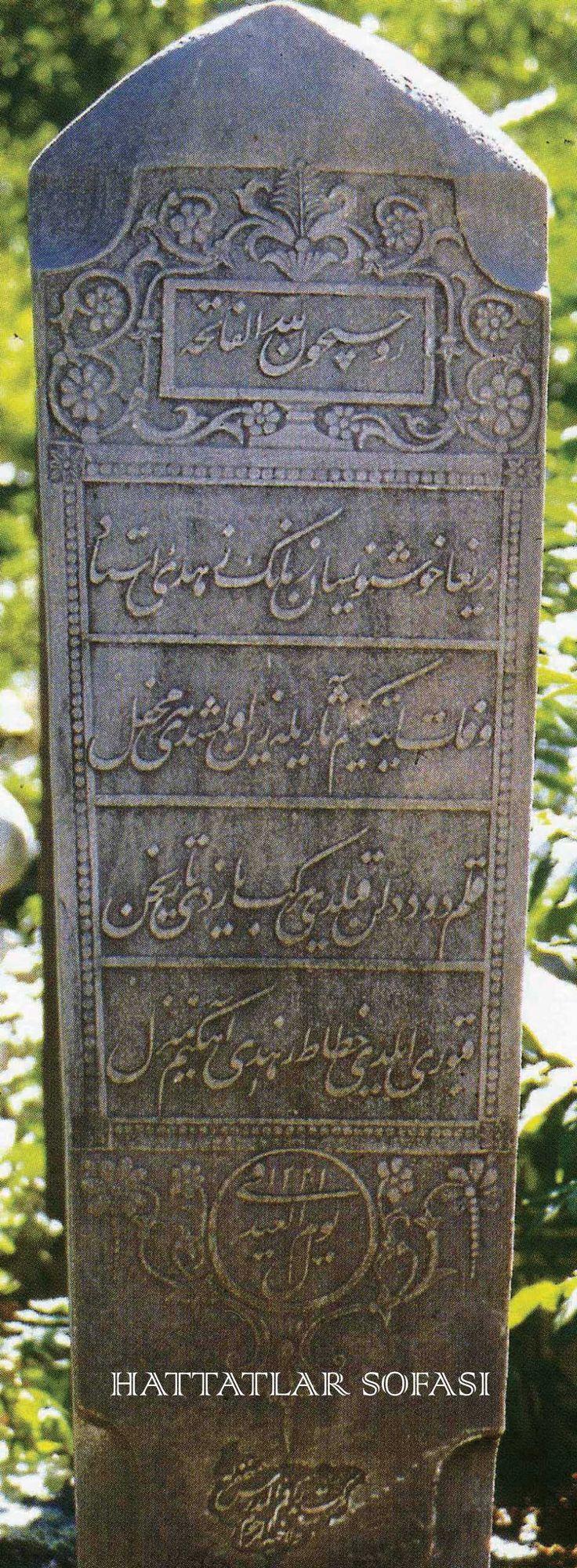 Hattat Mustafa Râkım Efendi'nin Ağabeyi İsmail Zühdi Efendi'nin Ayak Şahidesine Ta'likle Yazdığı Kitabe  Daha fazla bilgi için sitemizi ziyaret edin: hattatlarsofasi.com