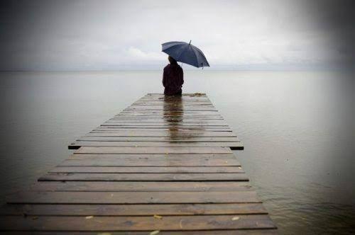 Estar solo duele, pero ese dolor puede sanarte, hacer que a partir de ahora pongas el foco solo en ti y dejes de pensar tanto en agradar a los demás.