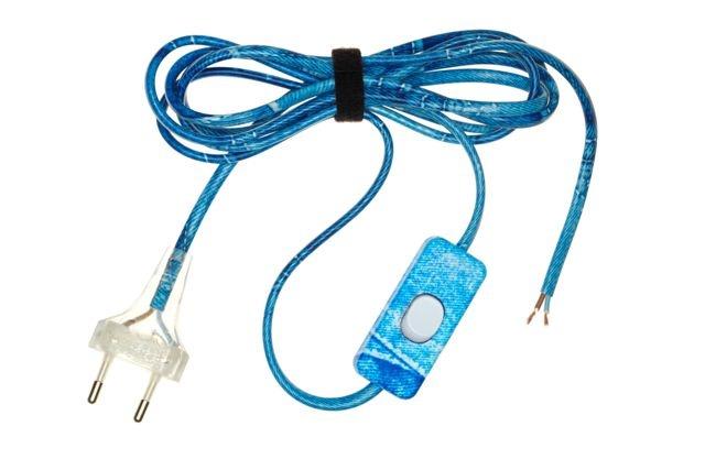 """Jean's appear on decorated electric cables / Le """"jean's"""" s'affiche sur les fils électriques décorés."""