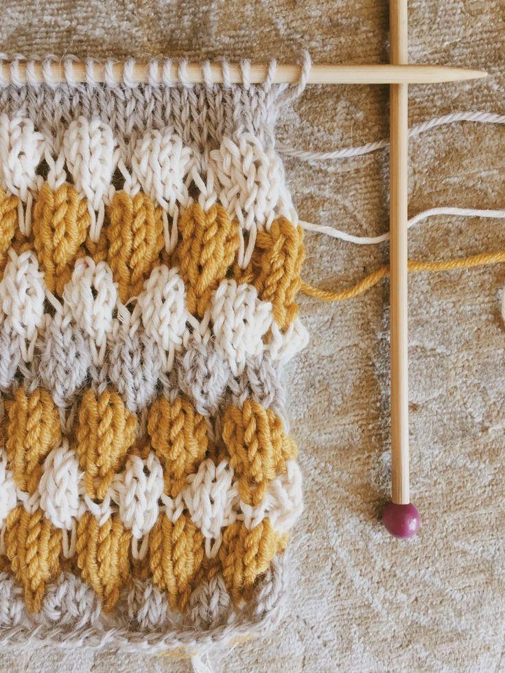 Hand Knitting Stitches - Bee Brioche In The Round Bee
