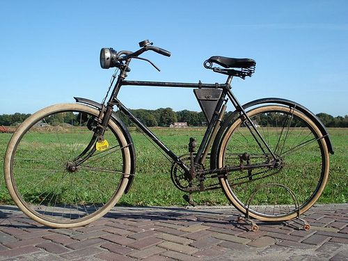 Van Hauwaert bicycle.  Very original bicycle.  Cyrille van hauwaert was a famous professional racer from 1907-1915.