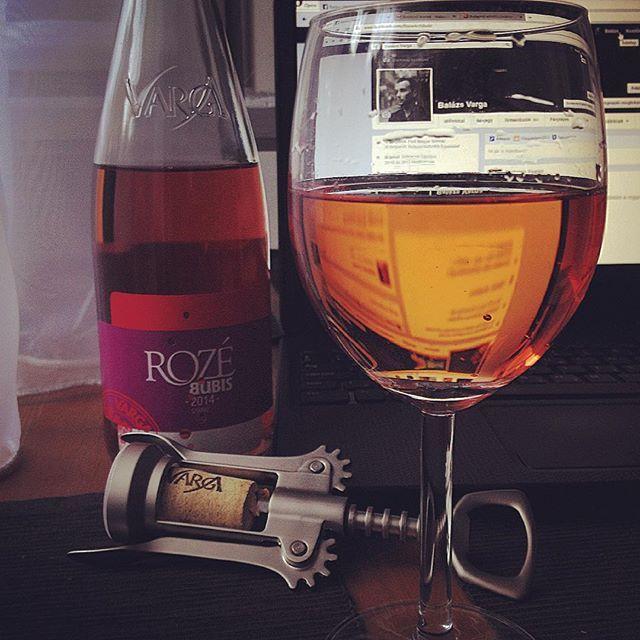 Varga a Vargában! #vargaborinsta #vargapincészet #varga #wine #rozé #vargabalázs #vargaavargában #vargacsakvargátiszik #bor #facebook #myprofile