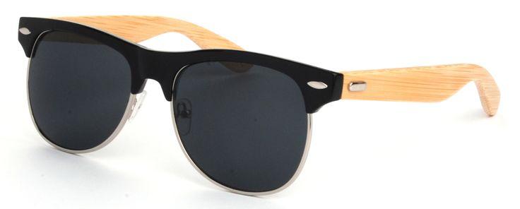 Deze zonnebril voldoet helemaal aan de trend van 2015; houten zonnebrillen. De zonnebril doet denken aan de Clubmaster van Rayban, daarnaast is hij handgemaakt en duurzaam.