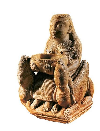 Diosa fenicia,Astarte encontrada en Tutugi Granada,en el siglo VII,esta   en el Museo N. de Madrid