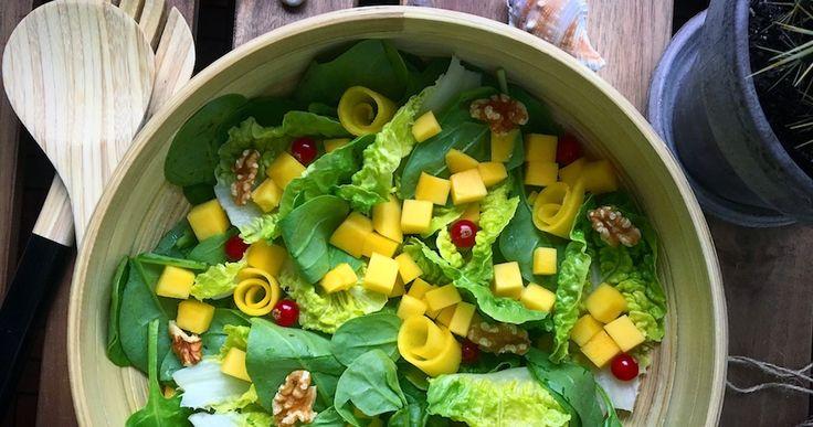 Super lækker og simpel salat med mango og spinat