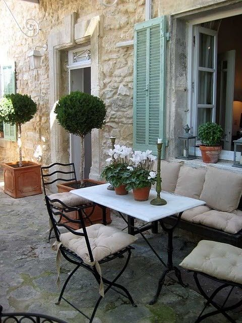 ♔ French country style. Bench seating saves space on a small courtyard for recliners or other seating.