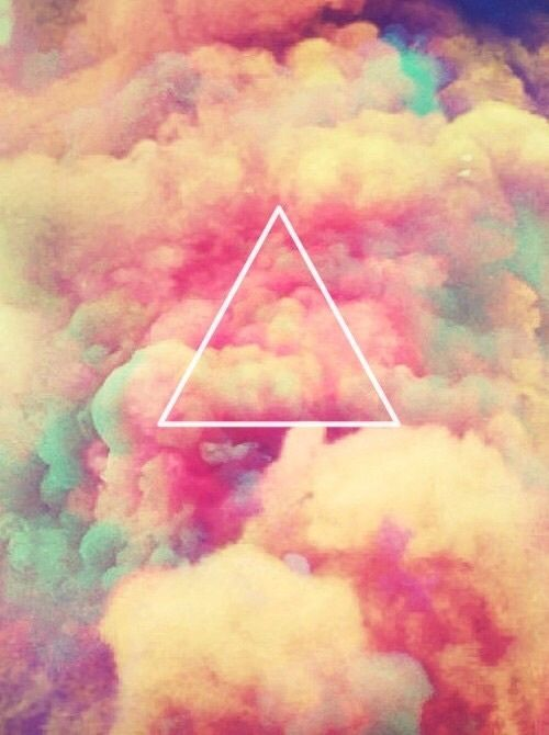 Imagem de triangle, clouds, and pink