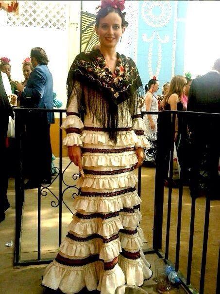 Con poca tela se puede hacer este vestido tan resultón!! Eso sí, es importante un buen mantoncillo!!