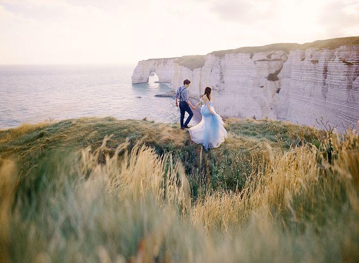 Свадебный альбом будет хранить самые счастливые воспоминания о дне свадьбы, поэтому сегодня мы хотим рассказать вам, как сделать ваши фотографии незабываемыми, чтобы они радовали вас и через 20 лет.