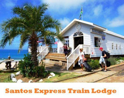 Santos Express Train Lodge in Sudafrica: se cerchi un alloggio inusuale hai trovato pane per i tuoi denti. Immagina di poter soggiornare in un vecchio treno convertito in ostello e arenato sulla spiaggia di Mossel Bay. Un sogno! Palme che frusciano, onde che rombano e un panorama eccezionale. Tutte le cabine hanno una vista incredibile sull'oceano e per gli ospiti ci sono anche un bar e un ristorante di cucina tipica sudafricana. Prezzi da 8,00€