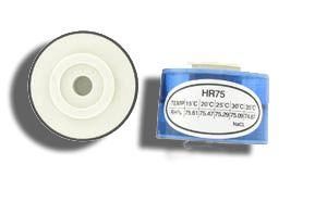 http://www.termometer.se/Handinstrument/Luftkvalitet-Miljo/Kalibreringssats-till-RH-matare.html  Kalibreringssats till %RH mätare  Kalibreringssats för relativ luftfuktighet (%RH) mätning. Satsen inehåller två kalibratorer för %RH 33% och %RH 75%.