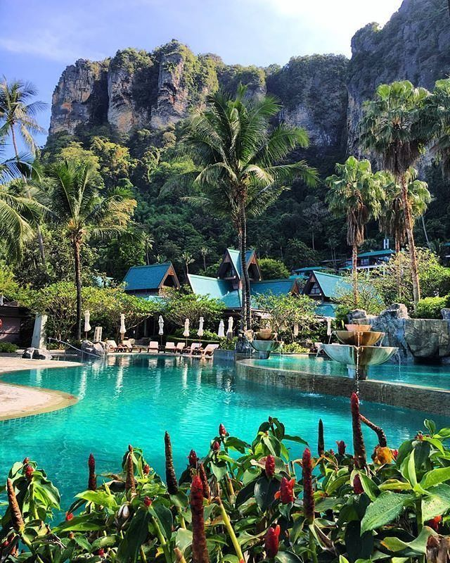 We loved our stay at Centara Grand Beach Resort and Villas Krabi in Thailand. Tag who you'd go with. Photo by @velascarlos