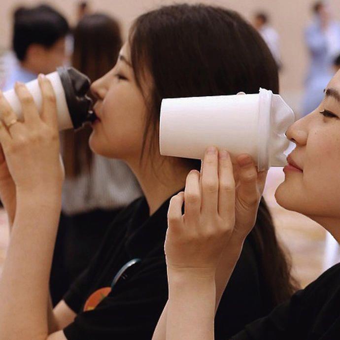 Kahveni İçmek İçin Önce Onunla Öpüşmen Gerek - KizlarSoruyor