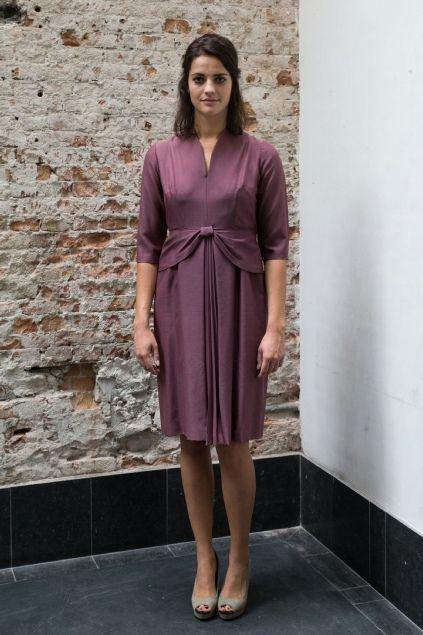 Paarse jaren 50 jurk met strik op de buik