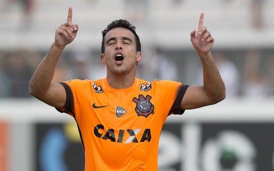 Jadson, do Corinthians, veste camisa laranja desenhada pela Nike (Foto: Daniel Augusto Jr / Agência Corinthians)