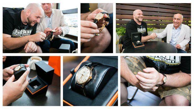 Waldemar Kasta znany również jako Wall-E otrzymał niedawno świeżo odnowiony zegarek marki Doxa, który dla artysty ma ogromna wartość sentymentalną i stanowi pamiątkę rodzinną. Zegarek za sprawa dystrybutora marki DOXA - firmy Classic Watch - odzyskał drugie życie. Raper zamieścił relację z tego wydarzenia na swoim fanpage'u. My również pragniemy Wam zdać relację z tego wydarzenia.  Zegarki DOXA są do kupienia w naszym sklepie, Wszystkich Państwa serdecznie zapraszamy: