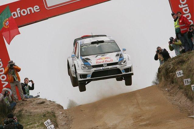 Los franceses Sébastien Ogier y Julien Ingrassia lograron la cuarta victoria del Volkswagen Polo R WRC en el Campeonato Mundial de Rallyes de la FIA (WRC) gracias a su triunfo en Portugal. Ogier aventajó en más de 43 segundos al finlandés Mikko Hirvonen, a bordo de su Ford Fiesta RS y en un ...