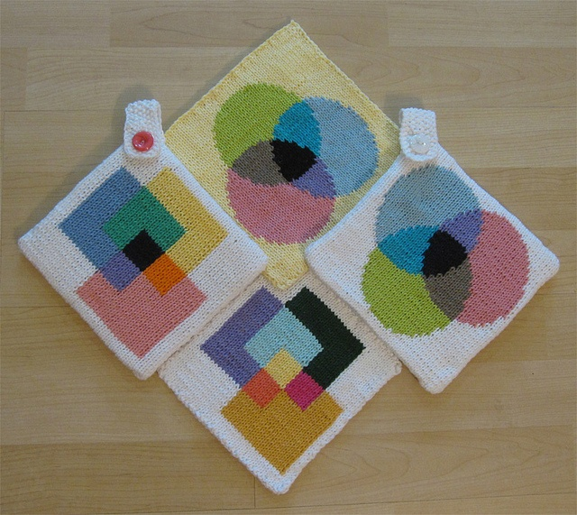 kGeometry: Square and Circle Venn Diagrams by knitvana. Love this idea