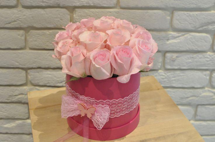 #Cutie cu #trandafiri roz - #Livrare ăn #Chișinău, #Moldova. #boxofroses
