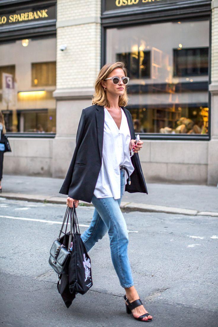 Skinny denim, white blouse, sandals.