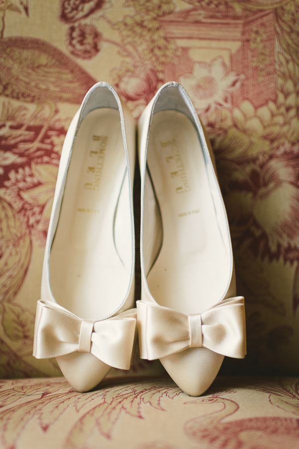 white shoes with bows #whiteshoes http://www.weddingchicks.com/2013/12/04/maryland-wedding/