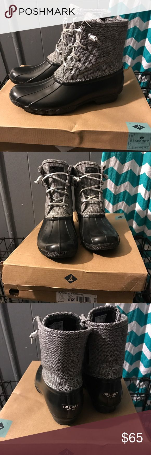 Sperry duck boots Sperry saltwater duck boots. Been worn twice. Has a little fray on left boot top left corner not noticeable at all you can see in 1st pic. 6 in kids fits like 8 in women's. black and white herringbone with silver laces. Comes with box super comfortable. Sperry Shoes Winter & Rain Boots