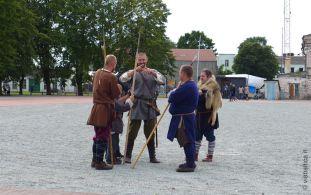 Armi, armature e abiti tradizionali Curoniani