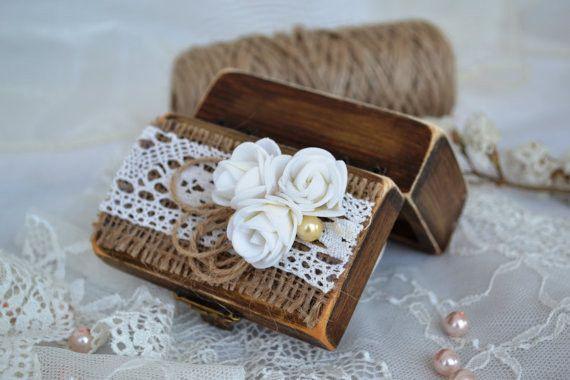Holz+Ring+Box+Hochzeit+ringkissen+Ring+Schatulle++von+HappyWeddingArt+auf+DaWanda.com