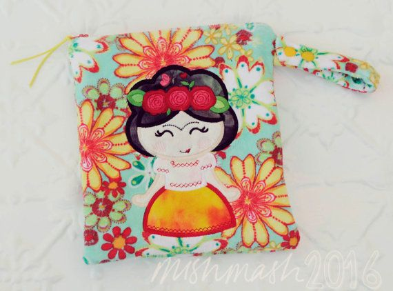 Minky Toiletry Wet Bag in Daisy print with 'Kahloism' applique Luxe