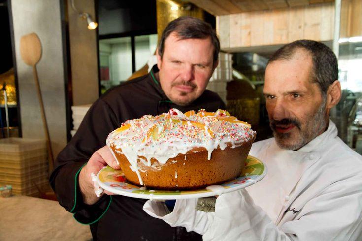 """Condividi Twitta Pin E-mail Il casatiello dolce è un dolce pasquale della tradizione napoletana che ormai sta scomparendo. """"Poche persone lo preparano"""". spiega Antonio ..."""