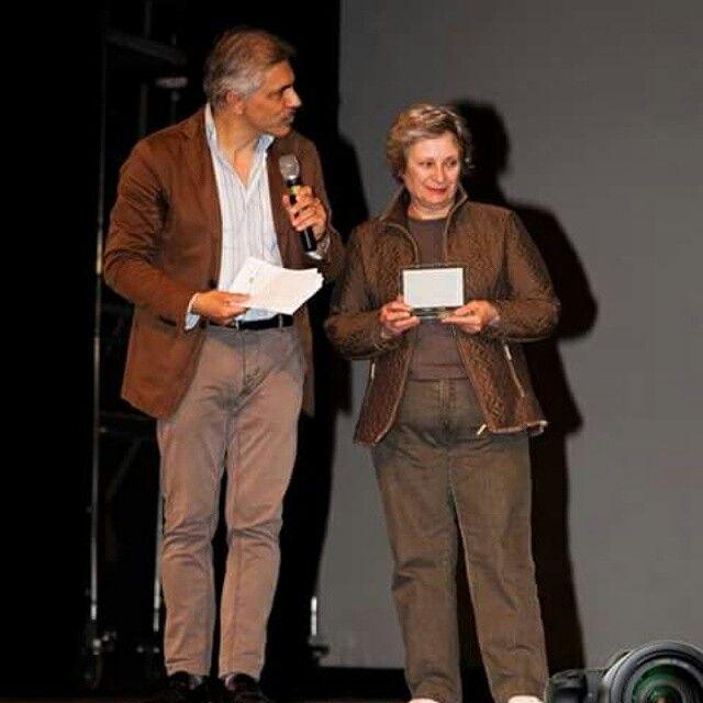 """La signora Manganiello madre del regista Mauro Manganiello dell'Associazione alchemicarts premiata al """" Non Tacerò Social Fest """" con il direttore artistico Antonio Trillicoso -------------------------------------------------------------'------------Segui @nt_socialfest_2015 usa l' hashtag #nontacerosocialfest per creare una galleria di voci contro la #camorra ・・・notizie del Non Tacerò social Fest nel link del bio ◇admin ↑↑ #legalità #camorra #nontacerò #noallacamorra #napoli #campania…"""