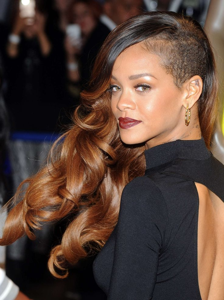 rihanna foto 57 Rihanna Plastic Surgery   #Rihannaplasticsurgery #Rihanna #gossipmagazines