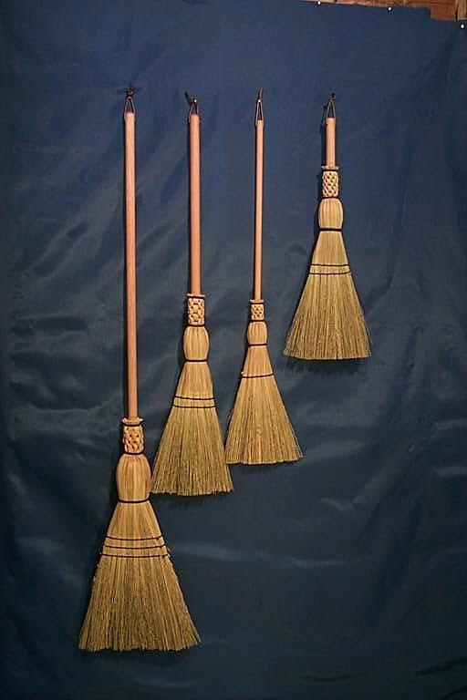 Shaker broom kiss stick on nails