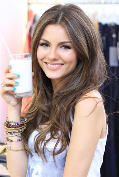 Victoria Justice. Beautifull light brown hair with natural look highlights