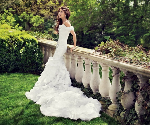 American royalty :: Dylan Lauren in the dress designed by her father. Stunning.: Dylan O'Brien, Ralph Lauren, Wedding Dressses, Wedding Dresses, Dylan Lauren, Ralphlauren, Daughters, The Dresses, Dylanlauren