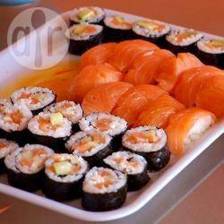 Sushi Met Avocado En Roomkaas Recept recept met rijst, water, rijstazijn, suiker, zeewier, avocado, zalm, roomkaas, komkommer, pasta