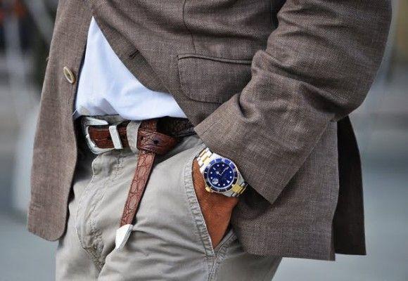 Pásek se hodí nejen k elegantním oblekům, ale i k džínům. Pasek od Kangol, 336 Kč