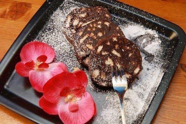 JulieMcQueen: Sweet sausage from cookies, cocoa and nuts http://juliemcqueen.blogspot.ru/2012/06/sweet-sausage-from-cookies-cocoa-and.html