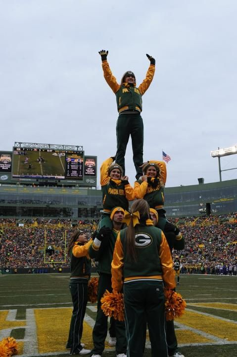 Cheerleaders Green Bay Packers #Packers #Cheeseheads #GreenBay [Follow WisconsinHouses for more local pins]