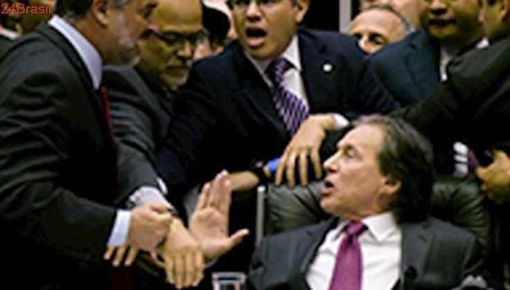 Eunício Oliveira bate boca, manda 'baixar os dedos' e diz 'não sou nega sua'