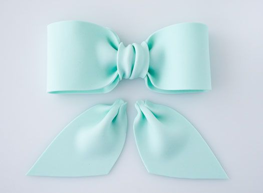 How to make a gum paste bow | CakeJournal | How to make beautiful cakes, sweet cupcakes and delicious cookies