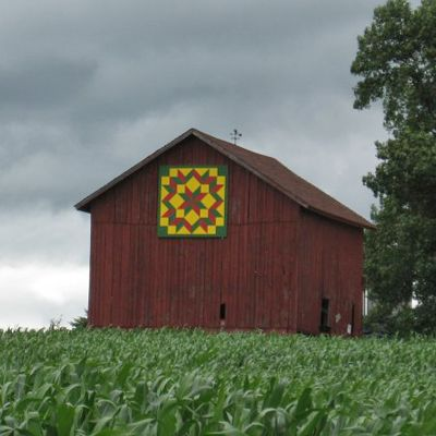 Quilt Patterns On Wisconsin Barns : 17 Best images about Quilts: Barn Quilts on Pinterest Barn quilt patterns, Old barns and New ...