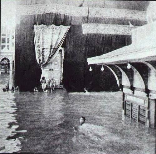 Kaaba when flooded. A very old picture - from Im a Muslim & Im Proud fb