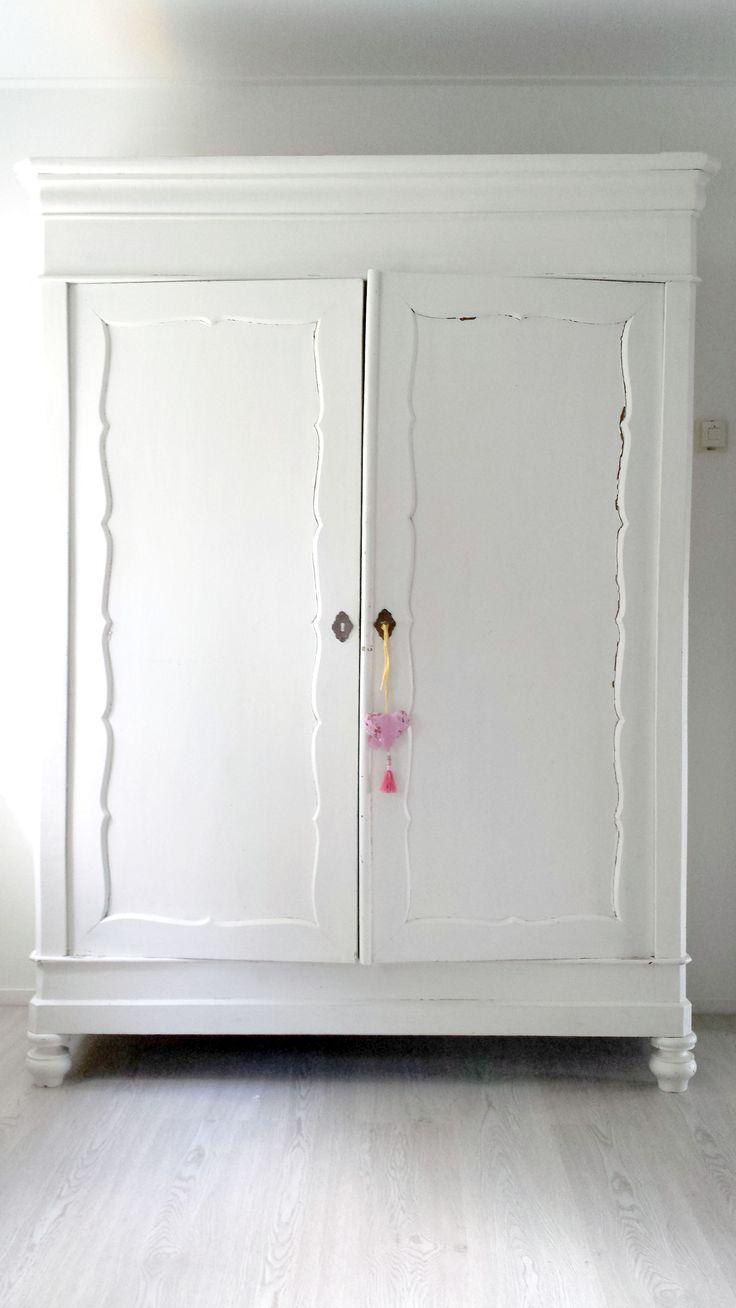 Meisjeskamer - Slaapkamer van mijn dochter! 5/5, Biedermeier kast # nog een likje verf geven!
